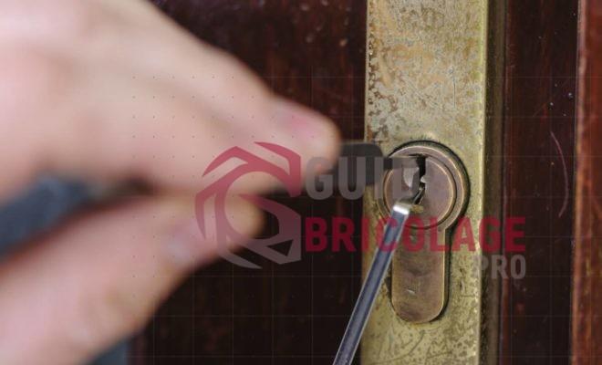 Porte fracturée : que faire après un cambriolage ?